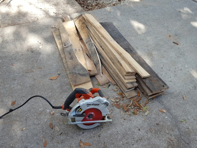 Cut off the top boards of the pallet.