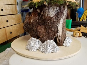 Aluminum foil is an easy to mold base.
